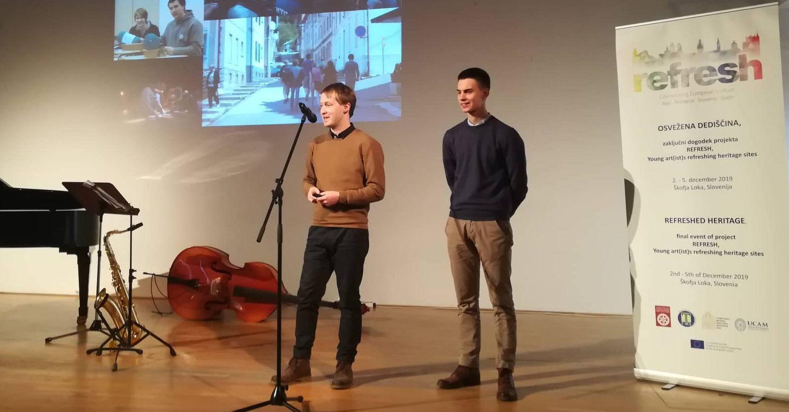 Matevž Stras in Matevž ŠLabnik predstavljata Heritage Lab na zaključnem dogodku projekta Refresh.